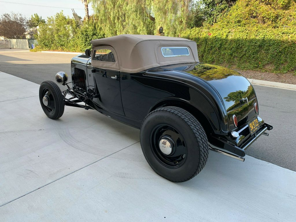 1932 Ford Deluxe Roadster